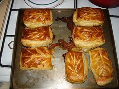 Petits pâtés lorrains - annick A - Photo Kitchen Recipes, Pie Recipes, Great Recipes, Quiche, Salty Foods, French Pastries, French Food, Charcuterie, Finger Foods