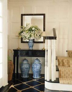 Entrata con vasi - Foyer arredato con i vasi cinesi sui toni del blu