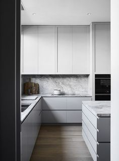 9 Inviting Clever Ideas: Small Kitchen Remodel U-shape kitchen remodel black appliances style.Kitchen Remodel Dark Cabinets Hoods apartment kitchen remodel on a budget.Apartment Kitchen Remodel On A Budget. Kitchen Decor, Kitchen Inspirations, Home Decor Kitchen, Luxury Kitchens, Kitchen Decor Apartment, Minimalist Kitchen, Kitchen Marble, Modern Kitchen, Kitchen Remodel