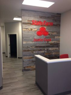 State Farm Office, Decor Interior Design, Interior Decorating, Office Setup, Office Ideas, State Farm Insurance, Business Office Decor, Agency Office, Office Waiting Rooms