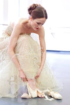 Prima Ballerina Julie Kent wearing Oscar de la Renta in the April issue of Quest Magazine. | ❃≽ @kimludcom
