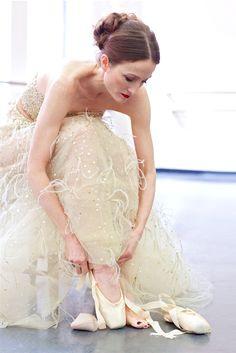 Prima Ballerina Julie Kent wearing Oscar de la Renta in the April issue of Quest Magazine.