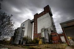 Abandoned flour mill in Belgium urbex decay www.lost-in-time-ue.nl