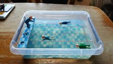 Super zwembad surprise met geplastificeerd zwembadtegel motief en gelei (gebruik gelblaadjes om te maken). Fantastisch!