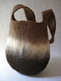 L'Atelier Sauvage - lots of beautiful felted bags on this website #wetfelting #studiopaars
