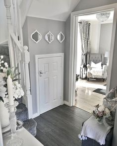 25 Best Hallway Walls Make Your Hallways Renovation - Best Home Ideas and Inspiration Luxury Living Room, Hallway Decorating, Home Living Room, Home, Living Room Decor Apartment, Grey And White Hallway, House Interior, Luxury Living Room Decor, House Interior Decor