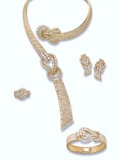 A DIAMOND SUITE AND A DIAMOND RING, BY GÉRARD