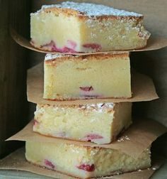 White chocolate brownies or blondies Sweet Desserts, Sweet Recipes, Delicious Desserts, Cake Recipes, Dessert Recipes, Yummy Food, Danish Dessert, Danish Food, White Chocolate Brownies