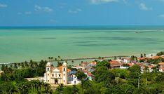 Olinda é uma cidade que fica a 6 km do Recife, que é a capital do Estado de Pernambuco.