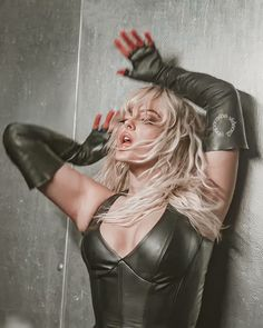 Bebe Rexha, Pop Idol, Love Her, Leather Skirt, Cool Hairstyles, Celebrities, Hair Styles, Boots, Draw