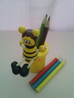Fantastic Bee pencil pot ideal as a little gift or for a party bag filler, comes with 5 colouring pencils.