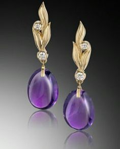 We are showcasing these beautiful 18K yellow gold carved earrings featuring Amethyst (14.0 ctw.) accented with Diamonds (0.84 ctw.) from AGTA Member, A Thousand Visions Studio. #AGTA