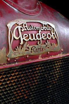 Vintage [perhaps antique] Peugeot auto grill and decorative hood label Luxury Sports Cars, Sport Cars, Car Badges, Car Logos, Auto Logos, Fiat 500, Psa Peugeot Citroen, Car Hood Ornaments, Burgundy And Gold