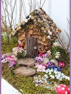 Fairy House & Garden: year of the craft studio fairy garden Feenhaus & Garten: Jahr # 2 des H Fairy Crafts, Garden Crafts, Garden Projects, Fairy Village, Fairy Tree, Mini Fairy Garden, Fairy Garden Houses, Gnome Garden, Diy Fairy House