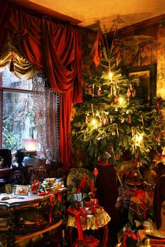 """Christmas at the Dennis Severs' House in Spitalfields, London. The house is a time capsule of and century London life and was once described by David Hockney as """"one of the world's greatest works of opera"""" Cosy Christmas, Christmas Room, Christmas Scenes, Beautiful Christmas, Christmas Holidays, Christmas Mantles, Christmas Christmas, Christmas Ornaments, Victorian Christmas Decorations"""