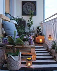 Cozy Balcony Decorating Ideas A cozy and modern balcony is a dream for people living in apartments. Do you find one you like here?A cozy and modern balcony is a dream for people living in apartments. Do you find one you like here? Modern Balcony, Small Balcony Design, Small Balcony Garden, Small Balcony Decor, Patio Design, Balcony Ideas, Balcony Gardening, Small Balconies, Patio Ideas