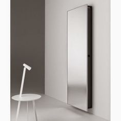 Michelle - Blog #Mirror, mirror Fonte : http://www.soloaltodesign.it/complementi-d-arredo-bagno/1905-specchio-contenitore-backstage-horm.html#/horm-cm_64_x_17_x_192h