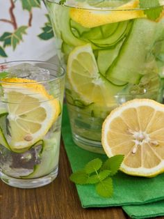 In the US, the cucumber water, the so-called Infused Water, the latest craze. Three reasons for the cucumber water. Healthy Eating Tips, Healthy Nutrition, Healthy Drinks, Smoothie Detox, Smoothies, Diet Detox, Cucumber Detox Water, Cucumber Drink, Law Carb