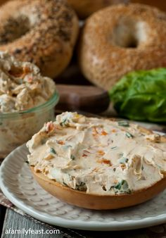 Bagels with yummy Sundried Tomato and Basil Cream Cheese Spread - 16 oz softened cream cheese, ¼ c chopped fresh basil, ¼ c sundried tomatoes (drained if packed in oil), chopped. Cream Cheese Spreads, Soften Cream Cheese, Cream Cheeses, Cream Cheese Snacks, Cheese Dessert, Dessert Bread, Dips, Tasty, Yummy Food