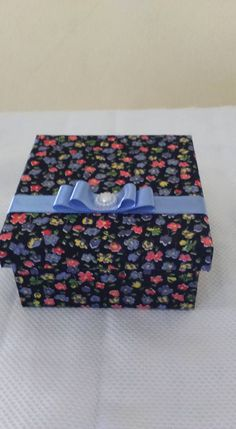 Caixa forrada com tecido est floral fundo preto