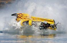 drag boat crashes   High speed drag boat racing crash photos!