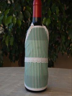 Delantal para botellas hecho de tejido algodón/poliéster y cinta de algodón. Lavable a 30 grados. Vase, Home Decor, Dishwasher, Soaps, Wine Bottles, Aprons, So Done, Tejido, Interior Design