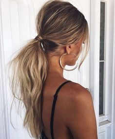 Tousled Low Ponytail - The Coolest Ponytail Hairst. Tousled Low Ponytail – The Coolest Ponytail Hairstyles Ever – Photos Winter Hairstyles, Messy Hairstyles, Pretty Hairstyles, Hairstyle Ideas, Female Hairstyles, Beach Hairstyles, Blonde Hairstyles, Latest Hairstyles, Everyday Hairstyles