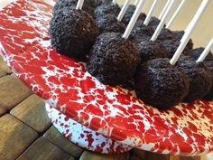 Oreo Crusted Cake Pops #Easy #Cakepops #party #Crowcanyon #easyroller #chocolate #oreo #cookies #yum