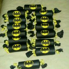 Deze Batman traktatie is een echte stoere jongens traktatie! Vrij eenvoudig te maken en omdat hij gevuld kan worden naar eigen wens, is..