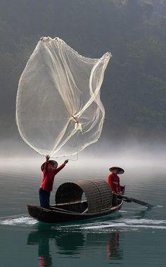 Fishing in Chenzhou, Hunan, China • photo: kore.yang on Flickr