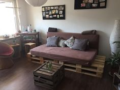 DIY-Sofa aus Europaletten und zwei Matratzen.  #DIY #Sofa #Couch #selfmade #Paletten