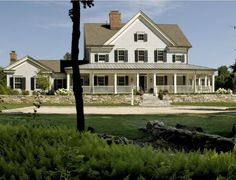 Modern Farmhouse Style | hookedonhouses.net MAYBE SOMEDAY