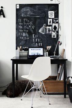 """Eins: Elisabeth Heier  vom gleichnamigen Blog .  Zwei: Ein Schreibtisch von """"In My House"""" .  Drei: Eine von fünf Schreibtisch..."""