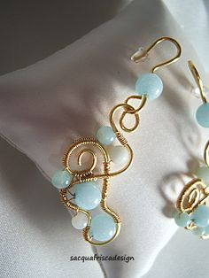 Orecchini tecnica wire wrapped fatti a mano con belle perle di ama zzonite.