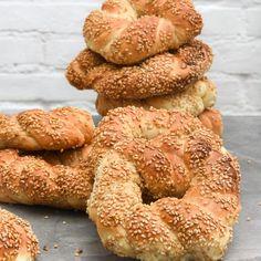 Simit: Turkish bagels (in Spanish) Simit Recipe, Y Recipe, Bread Recipes, Baking Recipes, Turkish Delight, Easy Bread, Turkish Recipes, Bread Baking, Food Photo