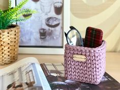 Diy Crochet Basket, Crochet Basket Pattern, Knit Basket, Large Storage Baskets, Crochet Decoration, Makeup Brush Holders, Eyeglass Holder, Small Crossbody Bag, Glasses Case