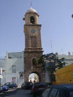 Chiclana de la Frontera. Torre del Reloj de la Villa en la Plaza de San Juan Bautista. Pulse en la fotografía para ver #casas_en_Chiclana  Cádiz, Andalucía, Spain.