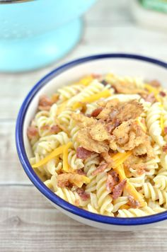 Looking for an easy pasta salad recipe? This creamy bacon cheddar ranch pasta salad is perfect for that summer picnic or just an easy pasta salad