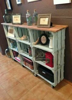 25 Wood Crate Upcycling Projects For Fabulous Home Decor - Organize and decorate your home using nothing but wood crates! Those wood crates make some great functional and adorable DIY home decor and organization items for your family! Decor, Home Organization, Crate Bookcase, Shelves, Home Projects, Diy Furniture, Home Decor, Home Deco, Pallet Furniture