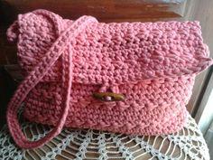 Bolso tejido en hilo de algodón con botón de madera