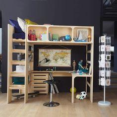 Le lit mezzanine Duplex. En libérant l'espace au sol, ce lit mezzanine permet d'accueillir un espace bureau. Bureau et commode vendus séparément. Caractéristiques : - Pin massif, brut à peindre ou laqué blanc, finition nitrocellulosique.Descriptif : - 1 niche en façade divisée en 3.- 4 étagères.- Sommier à lattes : couchage 90 x 190 cm.- Matelas vendu séparément.- Prêt à monter, notice jointe. Conforme aux exigences de sécurité. Ne convient pas à un enfant de moins de 6 ans. Dimensions…