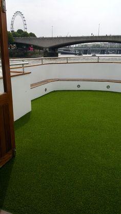 #arttragrass #artificialgrass #london #boat #deck #riverthames #thames #cruiselondon Installation by @ARTTRAGrass