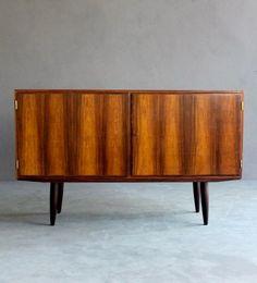 Aage Hundevad; Pau Santo Sideboard, c1960. 60s Furniture, Mid Century Furniture, Mid Century Decor, Mid Century Design, Long Dresser, Sideboard, Mid-century Modern, Dining Room, Vintage