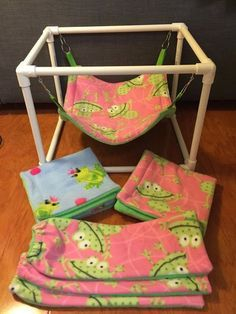 Cats Toys Ideas - Hammock stands are approximately and hammocks are - Ideal toys for small cats Pet Hammock, Hammocks, Hammock Stand, Diy Jouet Pour Chat, Diy Cat Toys, Diy Bunny Toys, Bunny Cages, Pet Guinea Pigs, Ideal Toys