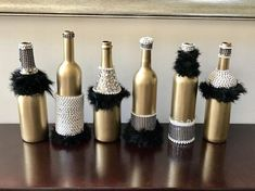 Six Fancy Gatsby Wine Bottles with 30 Pearl Necklaces – Party Decorations 2020 Great Gatsby Themed Party, Great Gatsby Wedding, Great Gatsby Party Decorations, 1920s Wedding, Party Wedding, Mascarade Party Decorations, 30th Party, Nye Party, Fancy Party
