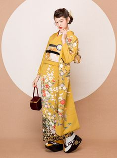 ヴィンテージ振袖スタイル Kimono Fashion, Ethnic Fashion, Fashion Outfits, Traditional Kimono, Traditional Dresses, Japanese Outfits, Japanese Fashion, Yukata Kimono, Kimono Top