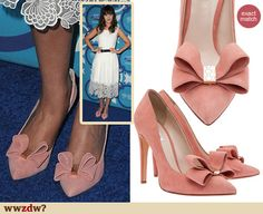Zooey Deschanel's pink bow pumps at the Fox Fall Eco Casino Party 2013. Outfit Details: http://wwzdw.com/z/4380