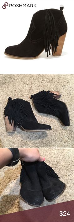 Steve Madden Black Suede Fringe Booties These are an adorable pair of Steve Madden ankle booties! Genuine leather suede, these Western style booties have a pointed toe and fringe cascading along the sides. Zippers on the inside make them easy to get on and off and the cushioned insole and stacked tan heel makes them super comfortable and easy to walk in for long periods of time! They do show some signs of wear as shown, mostly some scuffs along the toes and discoloration on the heels but…