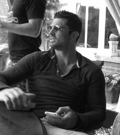 Irish Rugby player Rob Kearney has a playboy look about him.Wouldn't say no to a nudge and a poke all the same. Leinster Rugby, Hot Rugby Players, Irish Rugby, Rugby Men, Hunks Men, All Blacks, Rugby League, Sport Man, Gorgeous Men
