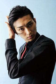 Matsuda Shota - I love this funky hairstyle he sports in Sennyu Tantei Tokage. Japanese Film, Japanese Men, Japanese Artists, Korean Men, Asian Men, Man Crush Everyday, Funky Hairstyles, Asian Actors, Actor Model